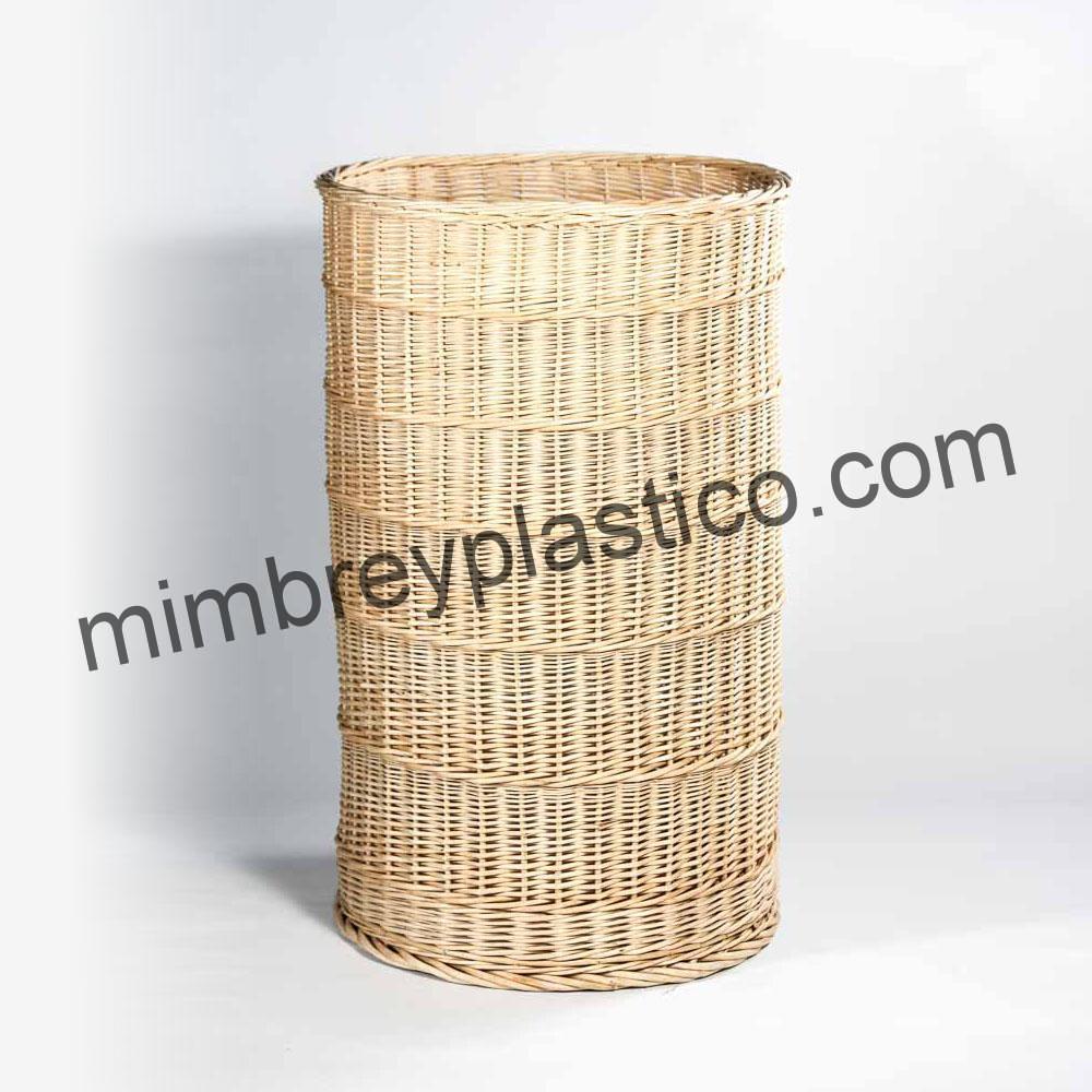 Cesto de Mimbre. Producto de fabricación artesanal por MimPlas Artesanía, Villoruela (Salamanca).